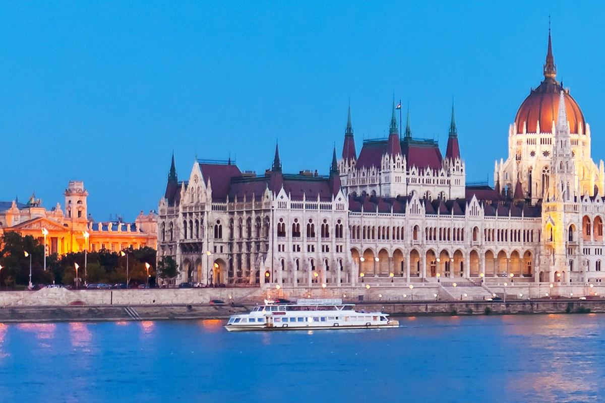Budapest personeelstrip met overnachting