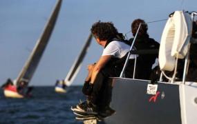 Zeilincentive: bedrijfszeilen op het IJsselmeer
